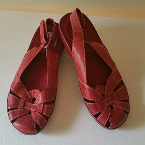 Baretraps Red Friendly Sandle Size 7